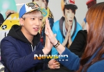 130120 B1A4 Baro at Hats On fansign 03