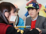 130120 B1A4 Sandeul at Hats On fansign 02