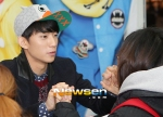 130120 B1A4 Gongchan at Hats On fansign 02