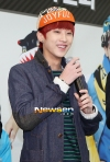 201301201130120 B1A4 Jinyoung at Hats On fansign 05