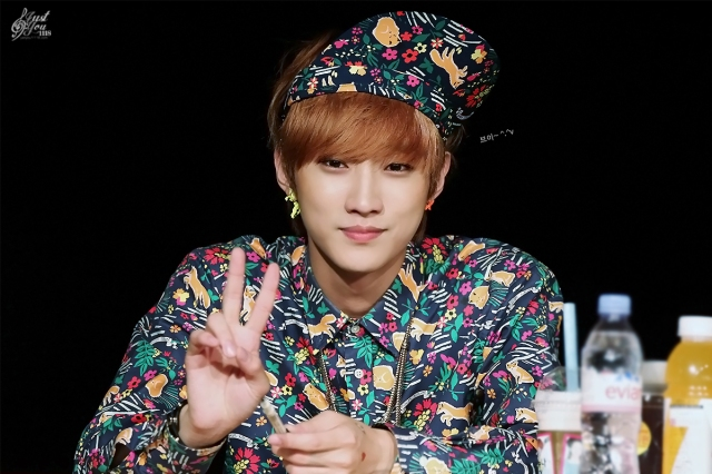 130518 B1A4 Jinyoung – 1st fansign in Mapo Art Center (35)