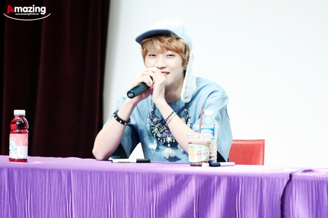 130526 B1A4  fansign event in Incheon ~ Jinyoung (2)
