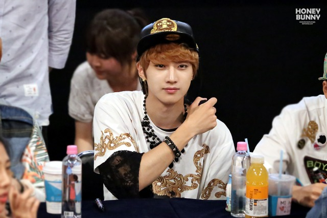 130601 -  Fansign event in Bundang Hottracks Jinyoung (1)