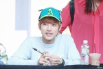 130604 Hats On Fansign - B1A4 Jinyoung (18)