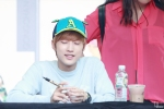 130604 Hats On Fansign - B1A4 Jinyoung (19)