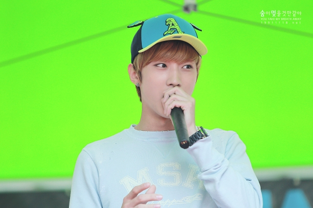130604 Hats On Fansign – B1A4 Jinyoung (32)