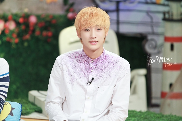 130804  KBS Hello Counselor - B1A4 Jinyoung (12)