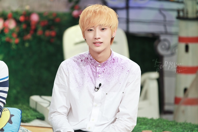 130804  KBS Hello Counselor - B1A4 Jinyoung (13)