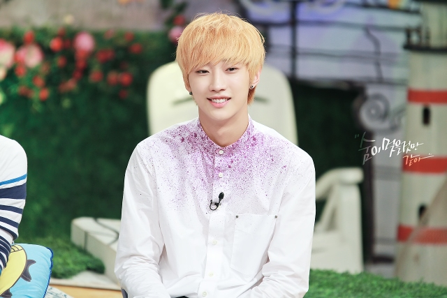 130804  KBS Hello Counselor - B1A4 Jinyoung (14)